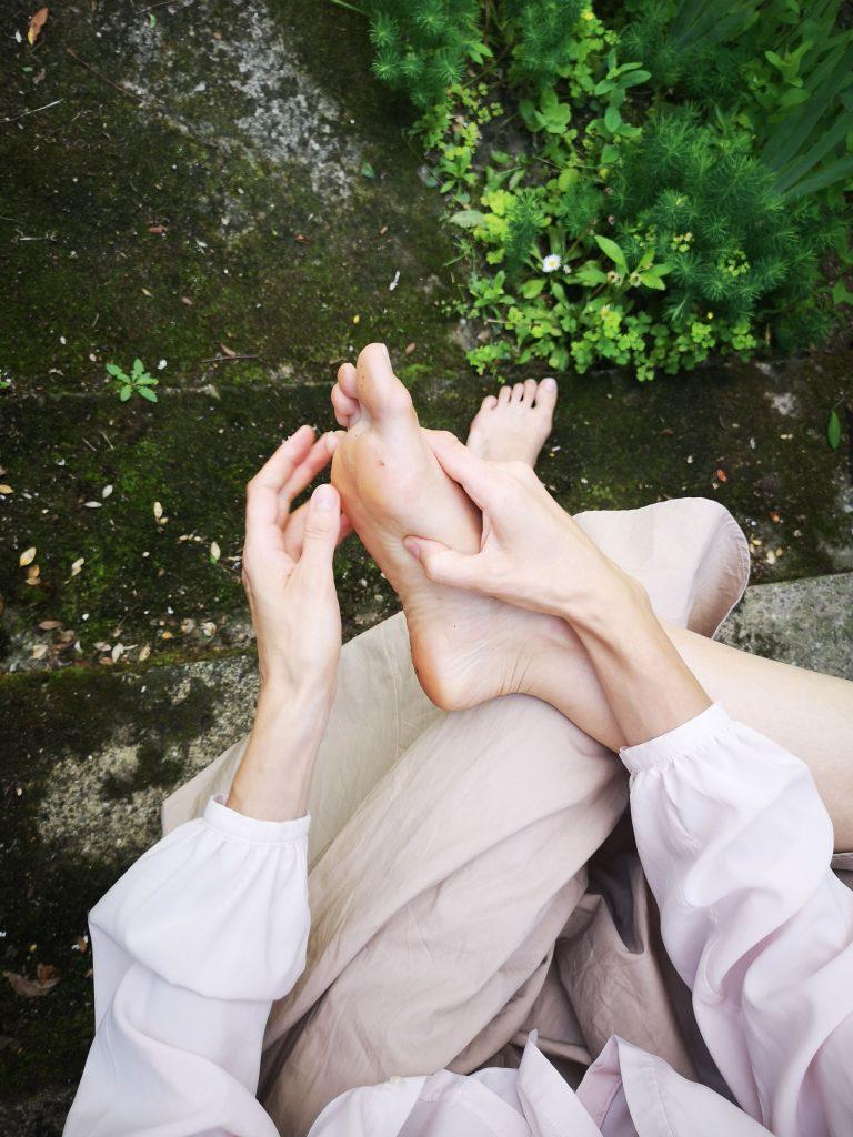 Popraw jakość życia masażem stóp. Refleksologia stóp.